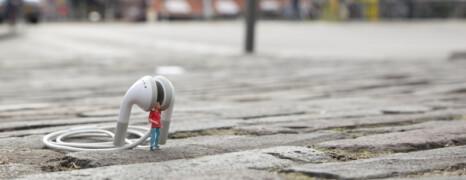 Kleine Leute in einer großen Stadt